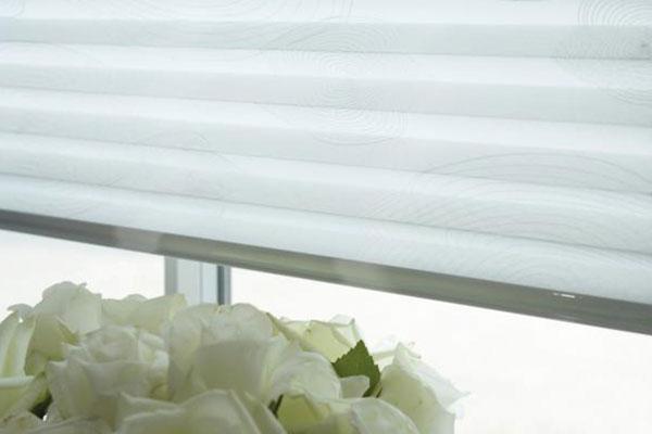 dreiecksfenster plissee und andere besondere formen. Black Bedroom Furniture Sets. Home Design Ideas